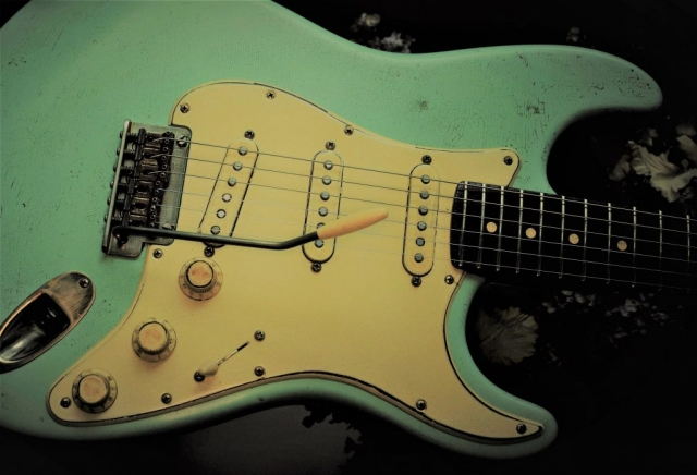 Fender Stratocaster Relic Surf Green Noisless Pickups Guitarwacky.com