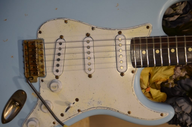 Fender Stratocaster Relic Daphne Blue Rosewood Neck Frets Pickguard Guitarwacky.com