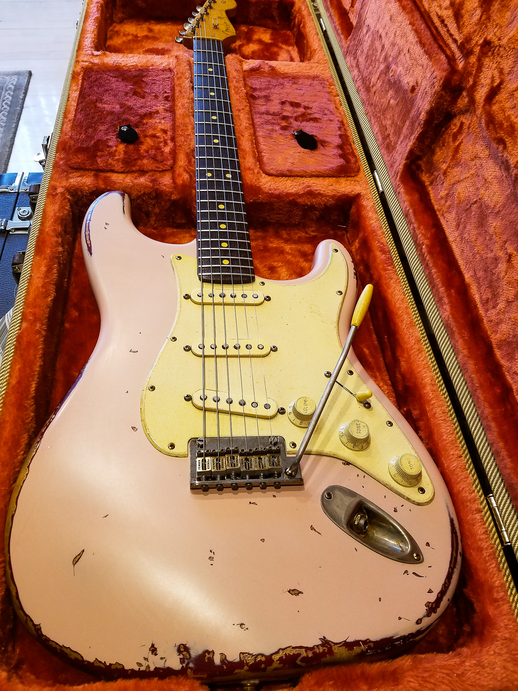 Fender Stratocaster Shell Pink Relic Guitarwacky.com