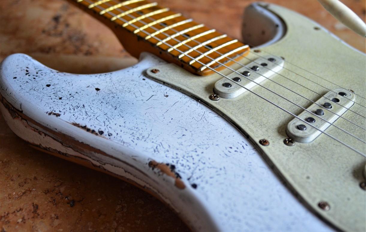Fender Stratocaster Aged White Relic Finish Checking Guitarwacky.com