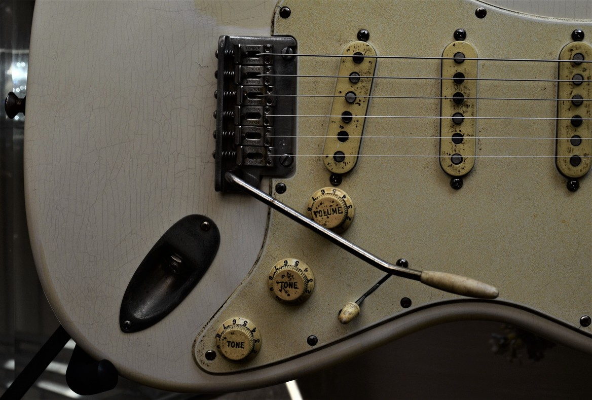 Finish Checking Fender Stratocaster Aged Relic Pick Guard White Guitarwacky.com