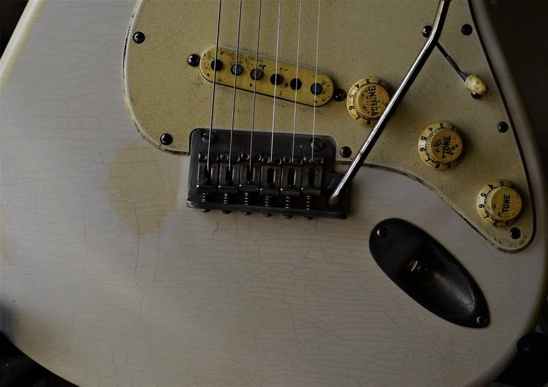 Finish Checking Fender Stratocaster Relic White Guitarwacky.com