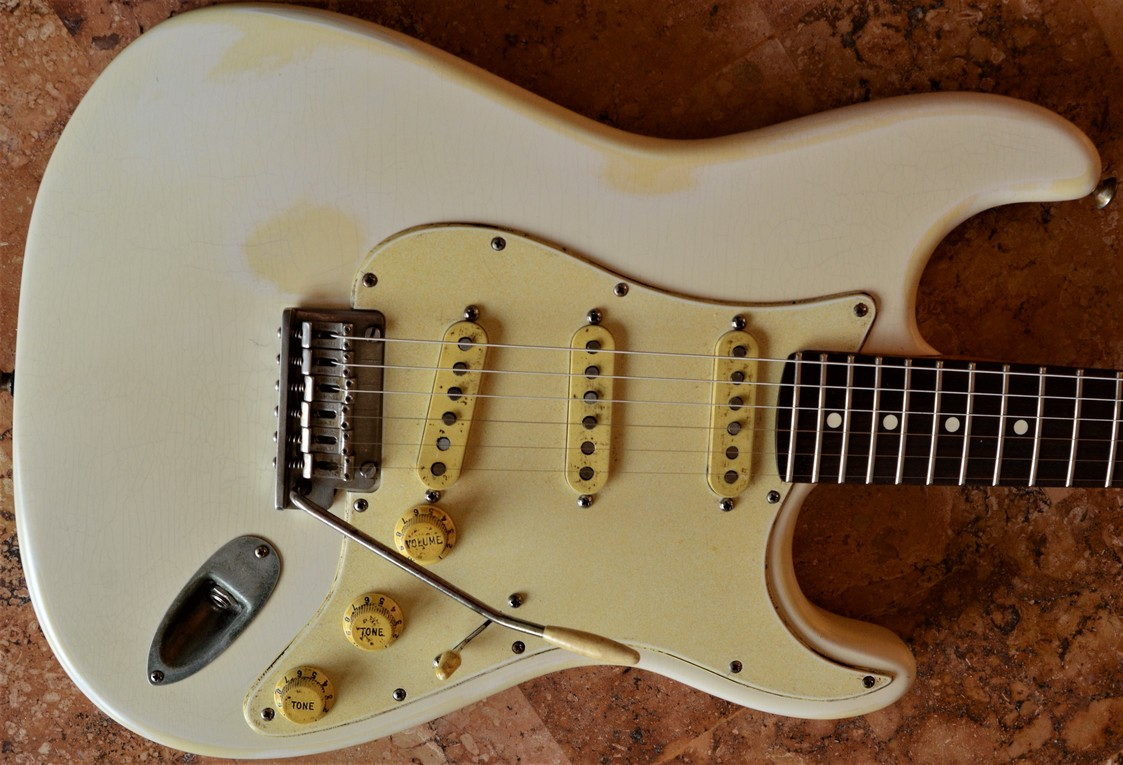 Finish Checking Fender Stratocaster Aged Pickguard Relic White Guitarwacky.com