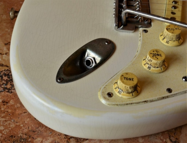 Finish Checking Fender Stratocaster Aged Tone Knobs Relic White Guitarwacky.com