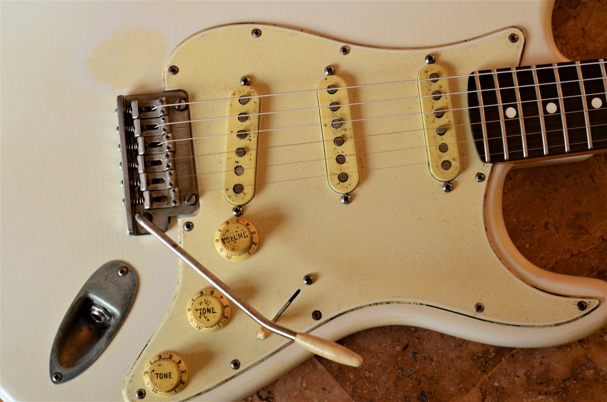 Fender Stratocaster Aged Relic White Guitarwacky.com
