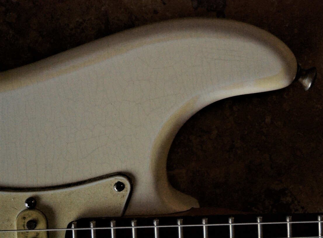 Finish Checking Fender Stratocaster Aged Relic White Guitarwacky.com