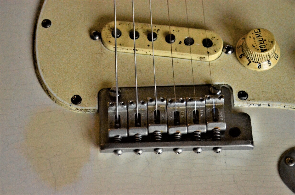 Finish Checking Fender Stratocaster Aged Relic White Bridge Pickguard Guitarwacky.com
