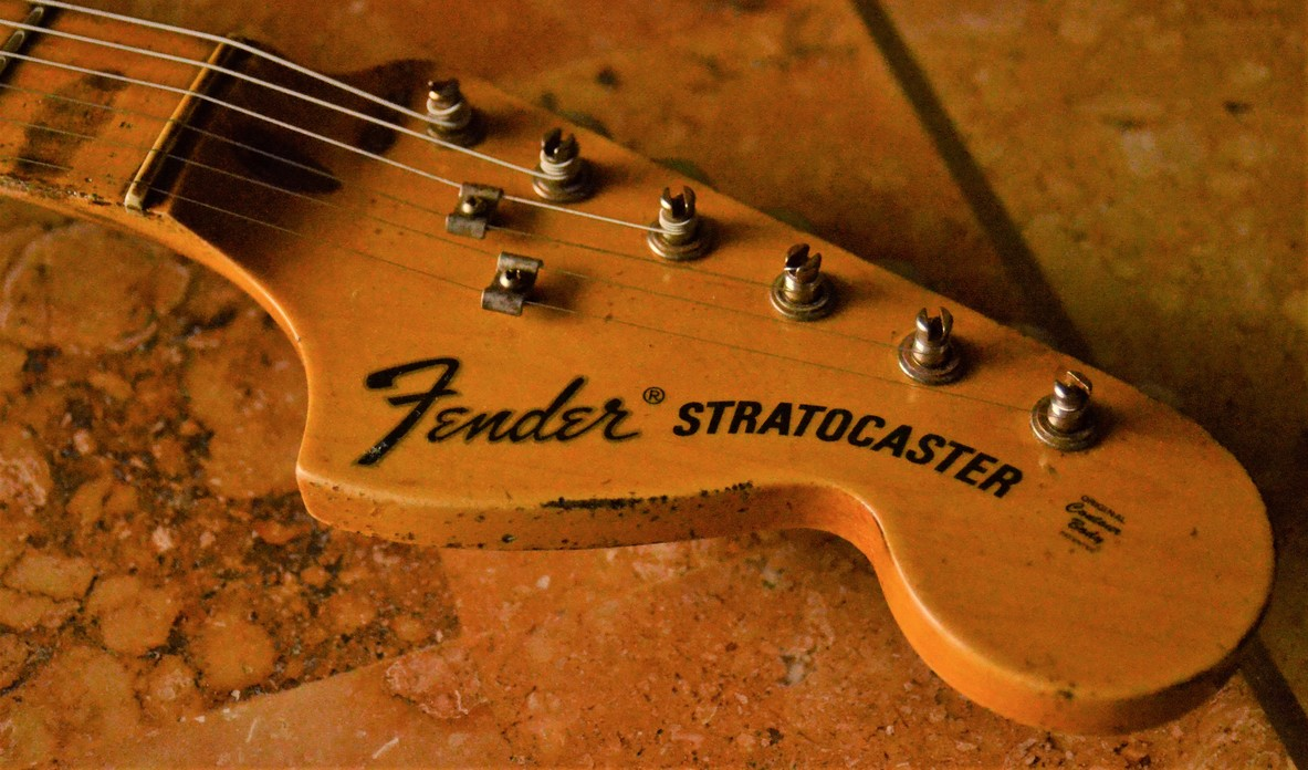 Fender Stratocaster Heavy Relic Headstock Tuners Guitarwacky.com