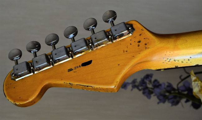 Fender Stratocaster Aged Headstock Ping Tuners Relic White Guitarwacky.com