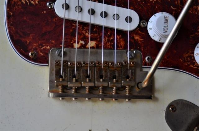 Fender Stratocaster Relic 2 point pivot Vintage bridge Guitarwacky.com