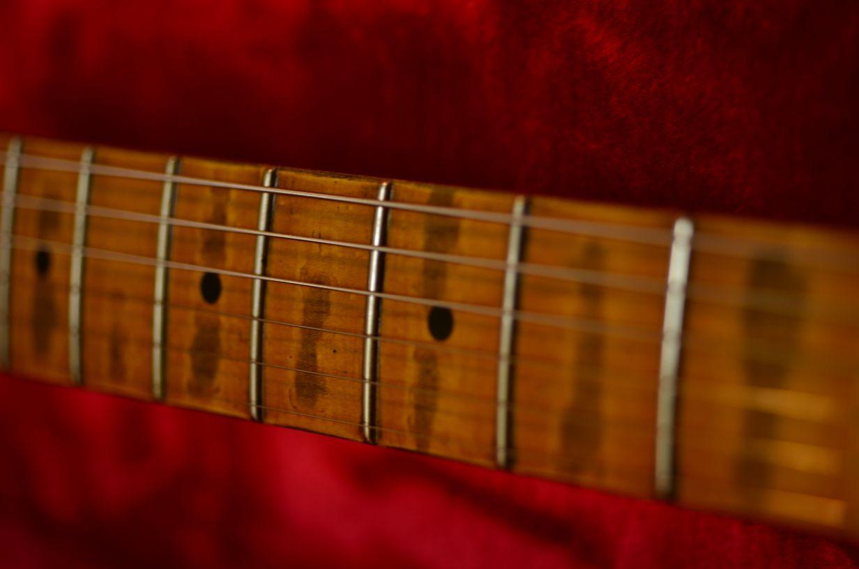 Fender Stratocaster Relic Maple Neck Wear Pattern