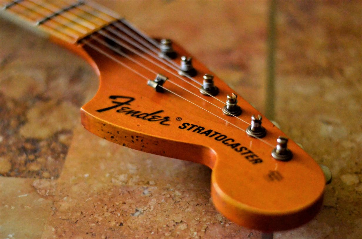 Fender Stratocaster Relic Maple Headstock