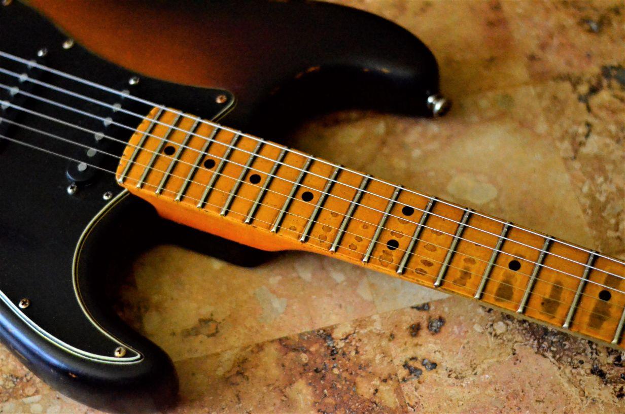 Sunburst Fender Stratocaster Relic Maple Neck Wear Pattern