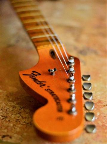 Fender Stratocaster Relic Maple Neck Big Peghead