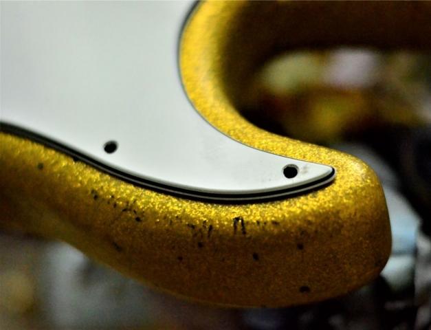 Fender Stratocaster Relic Gold Flake horn