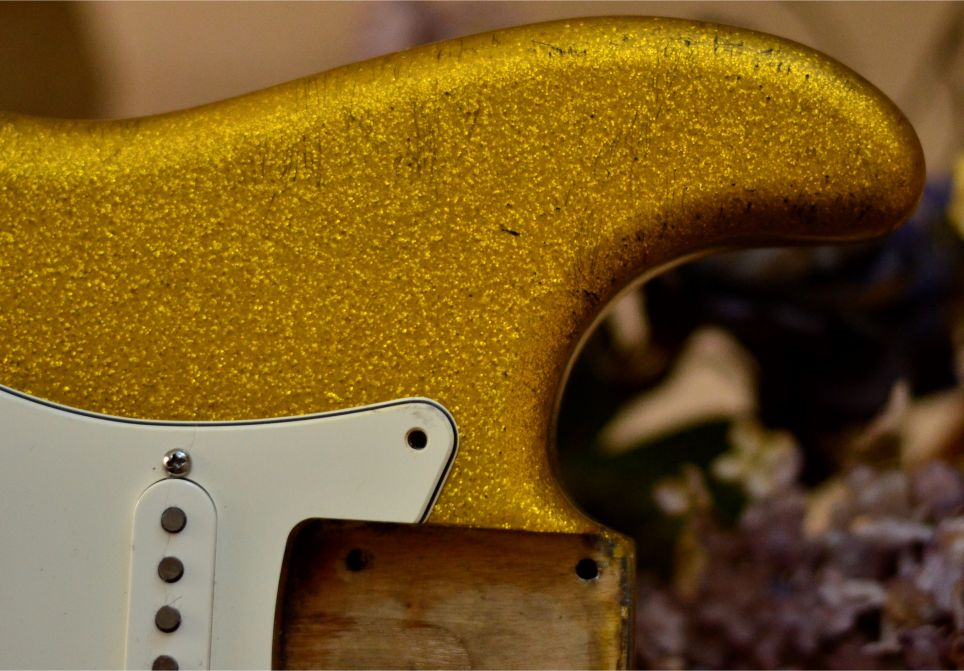 Stratocaster Relic Gold Sparkle Flake body