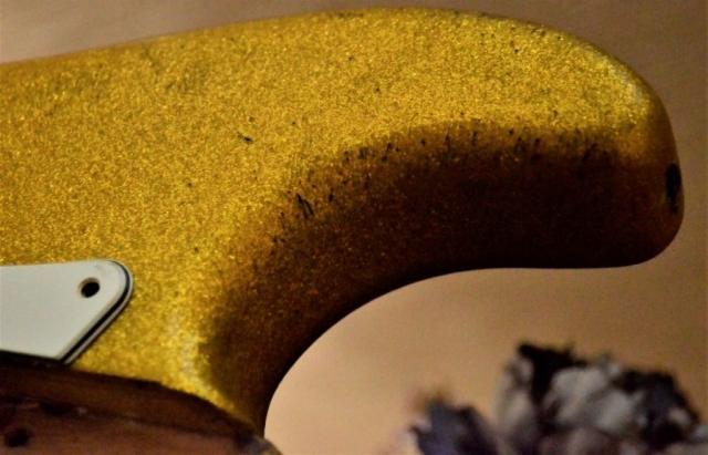 Fender Stratocaster Relic Gold Sparkle Flake horn
