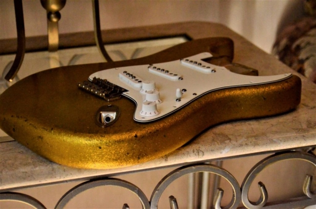 Fender Stratocaster Relic Gold Sparkle Flake body