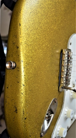 relic wear Strat Sparkle Flake guitar