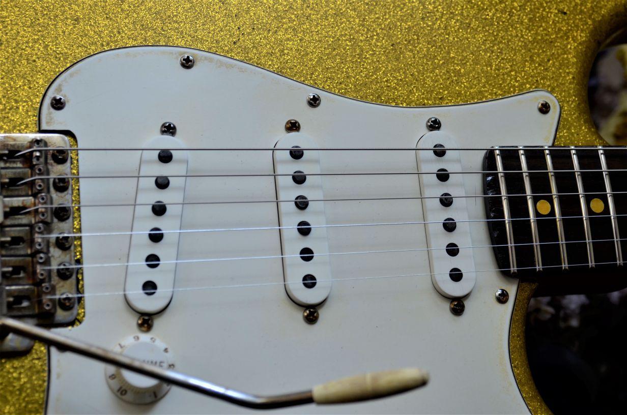 Stratocaster aged Sparkle Flake guitar