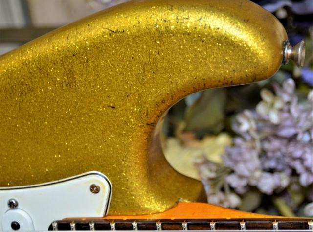 Strat Relic Gold Sparkle Flake Guitar horn