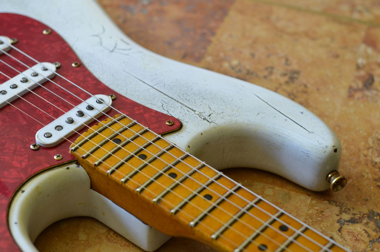 White Fender Stratocaster Heavy Relic Guitar Red Maple Neck