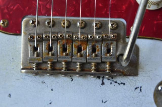 White Fender Strat heavy relic vintage 6 point bridge saddles
