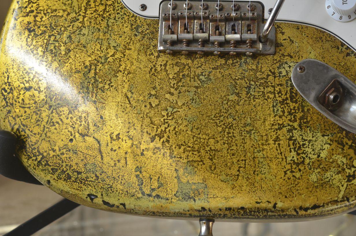 Fender Strat Custom Gold Leaf Vintage Saddles