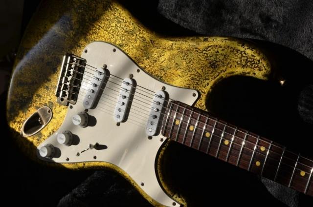 Rosewood Neck Fender Stratocaster Custom Gold Leaf