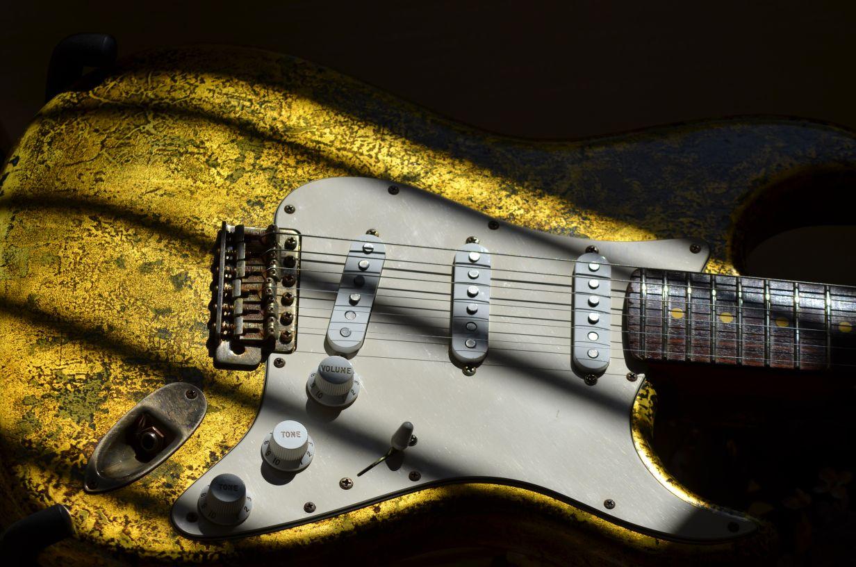 Aged Fender Stratocaster Custom Gold Leaf Relic Guitar