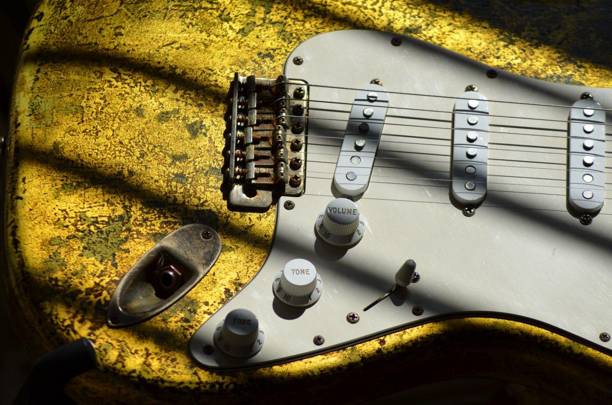 Age Fender Stratocaster Custom Gold Leaf Guitar