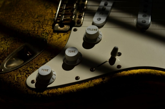 Fender Stratocaster Custom Gold Leaf Relic Guitar
