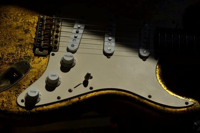 Relic Fender Stratocaster Custom Gold Leaf