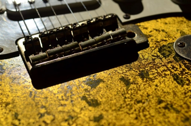 6 Point Bridge Fender Stratocaster Custom Gold Leaf
