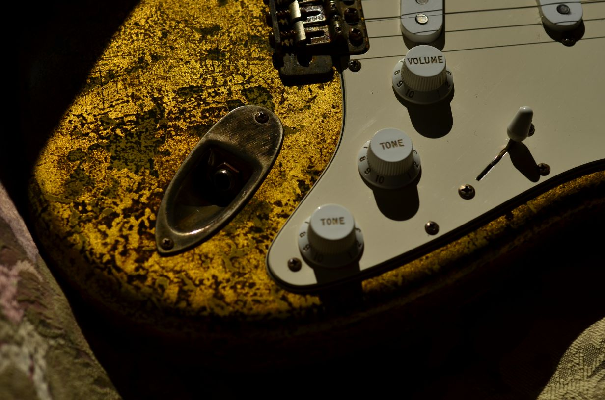 Fender Strat Custom Relic Gold Leaf Knobs