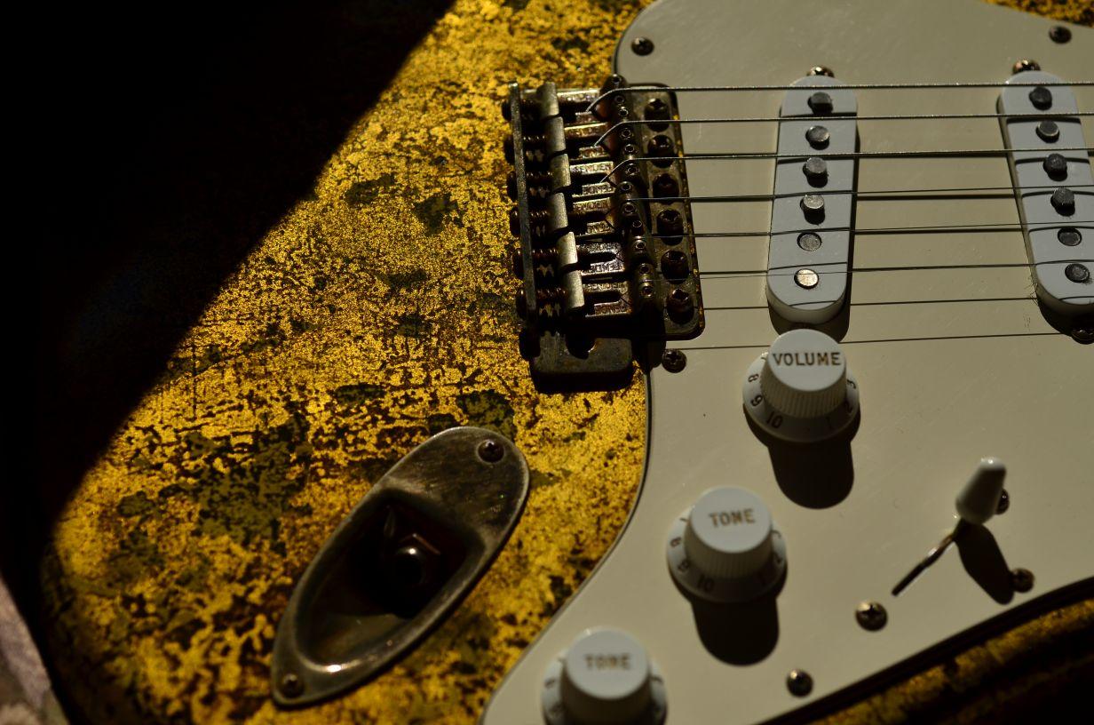 Pickup Covers Fender Stratocaster Custom Gold Leaf