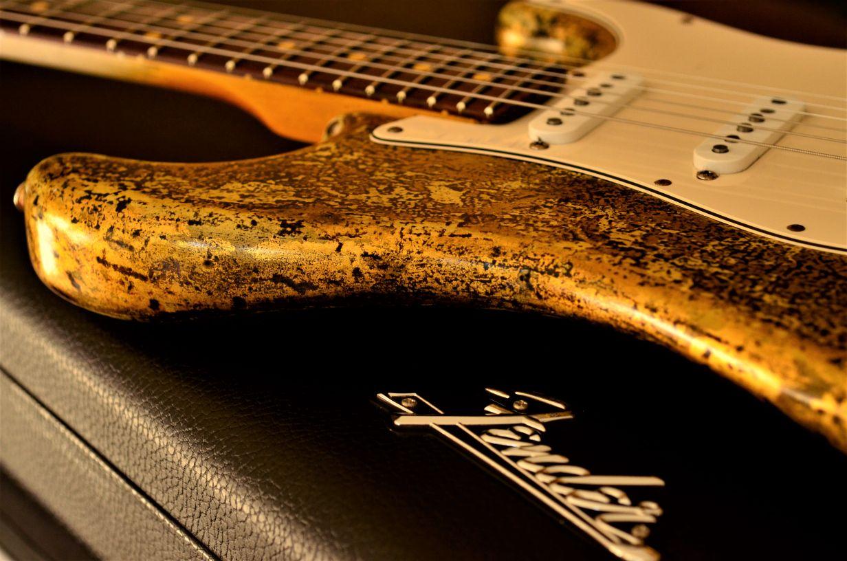 Fender Stratocaster Pro Case Custom Gold Leaf