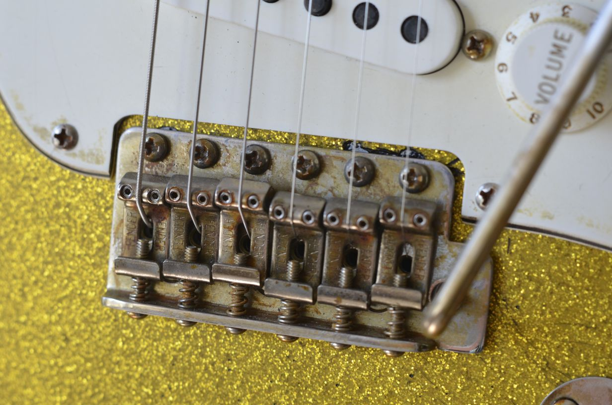 Fender Stratocaster aged bridge saddles