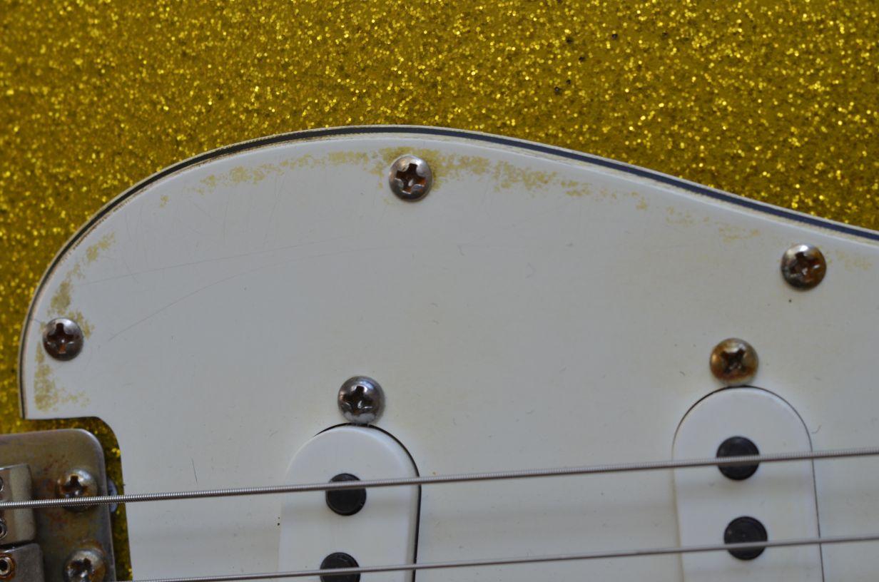 Fender Stratocaster aged relicpickguard