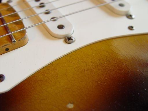 Checking Fender Custom Shop Relic Stratocaster