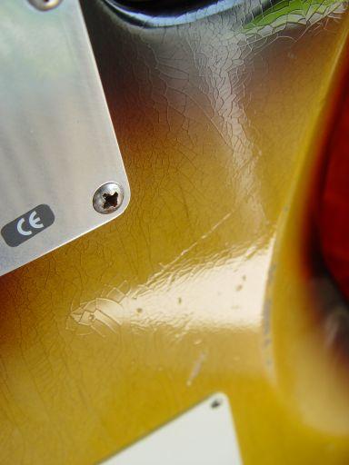 Checking Sunburst Fender Custom Shop Relic Stratocaster