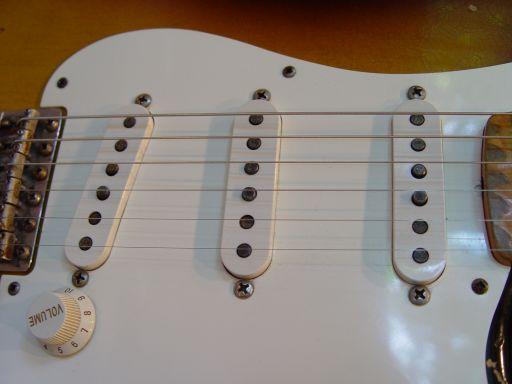 White Pickguard Fender Custom Shop Relic Stratocaster