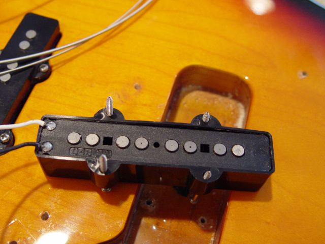 Fender Jazz Bass Pickups Route