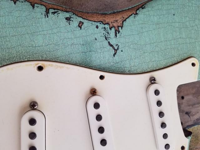 Nitro Lacquer Finish Checking Fender Custom Strat heavy relic sea foam green