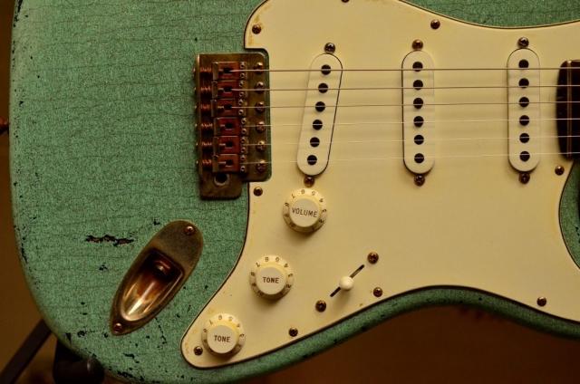 Fender Strat heavy relic sea foam green pickguard