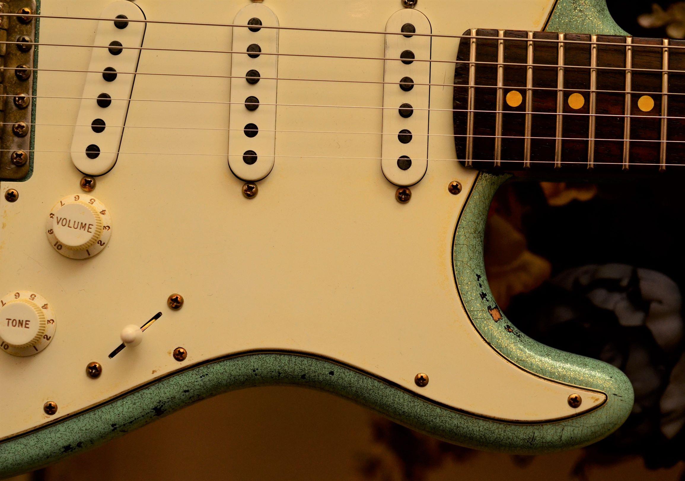 Fender Custom Strat heavy relic sea foam green frets