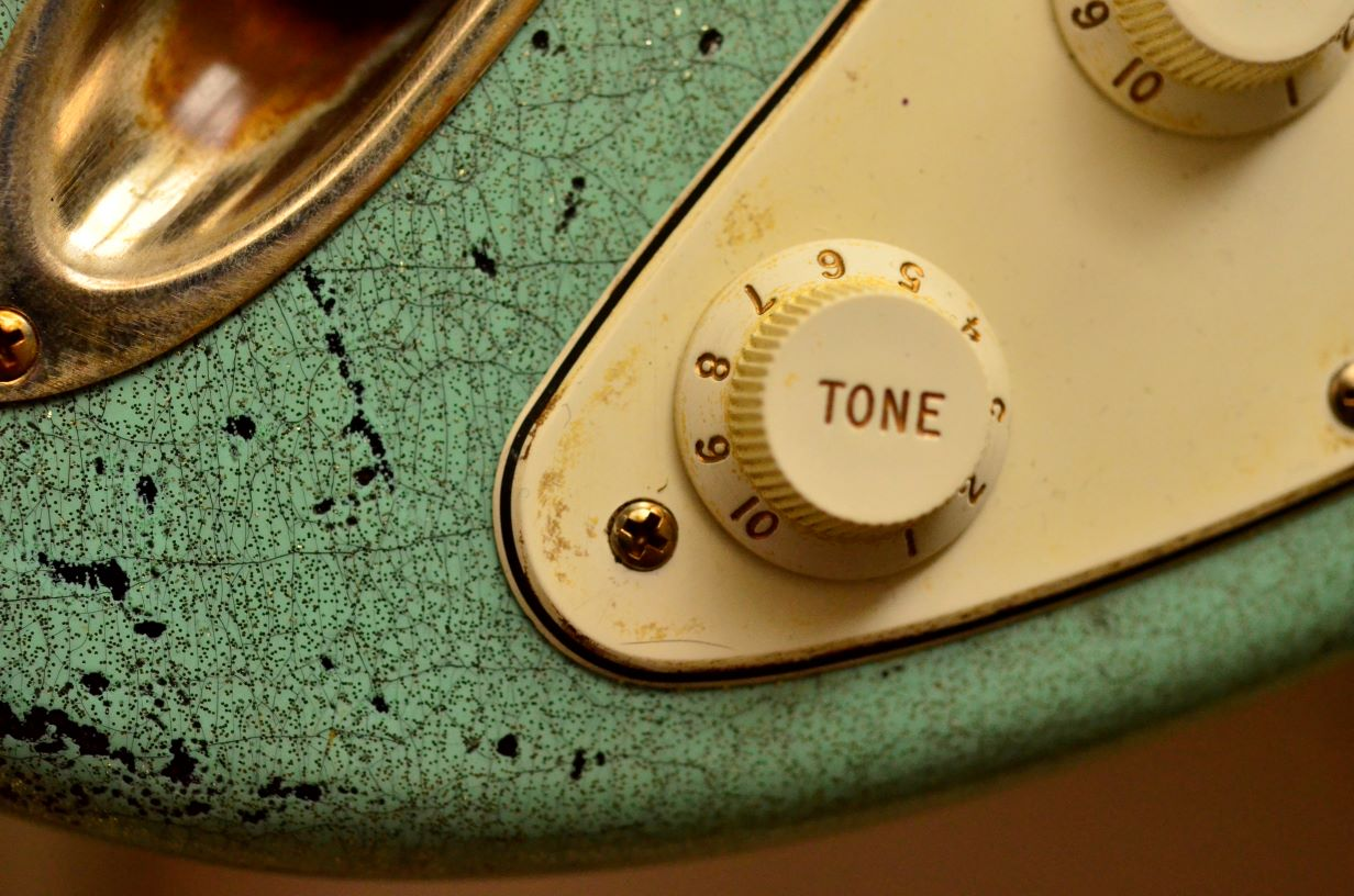 Tone Finish Checking Fender Custom Strat heavy relic sea foam green