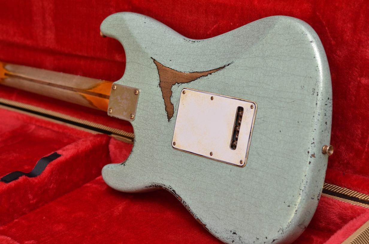 In case back Fender Custom Strat heavy relic sea foam green