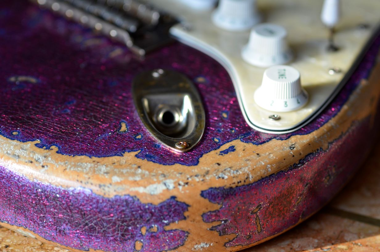 Finish Checking Fender American Strat Magenta Sparkle Relic