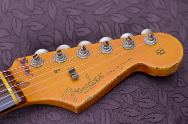 Fender Stratocaster Relic Aged Headstock